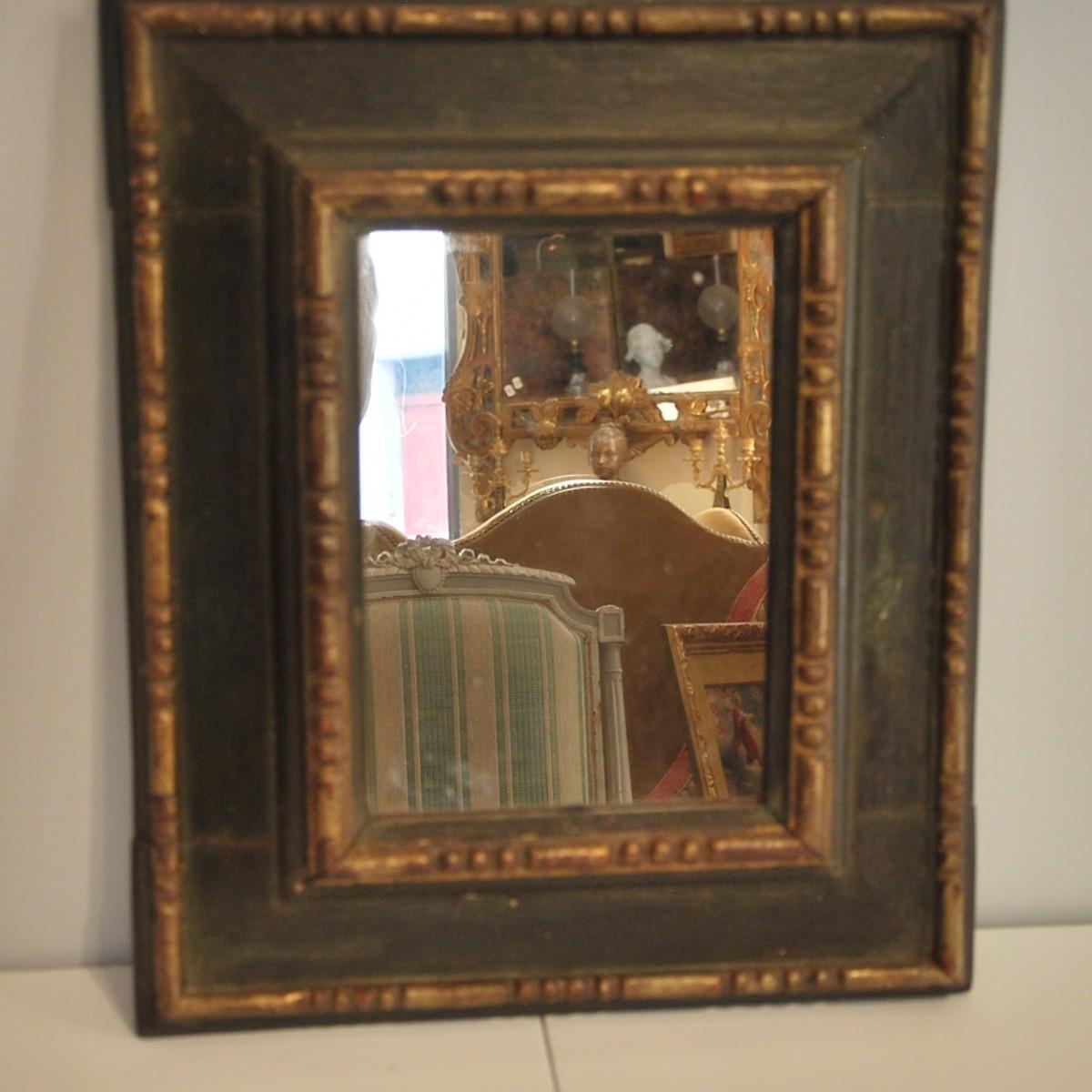 Antiquit s paul azzopardi miroir 18 me peint en vert for Miroir french to english